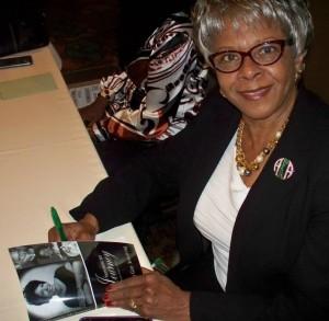 Barbara.Armstrong.book.signing1
